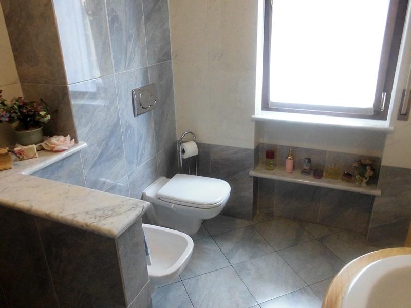 Finestra bagno specchio bagno with finestra bagno excellent tende finestra bagno moderne tende - Tende finestra bagno ikea ...