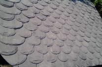 Tettoia in ferro con copertura in pietra